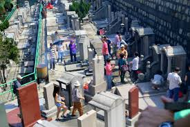 People paying respects to their ancestors during the Double Ninth Festival